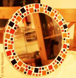 Spiegelfliese in Schwarz, Braun und Orange
