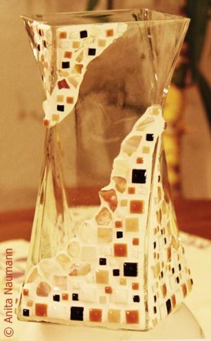 Gedrehte, viereckige Vase mit Minimosaik und Perlmutt
