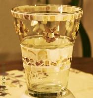 Vase mit Perlmutt-Blumen